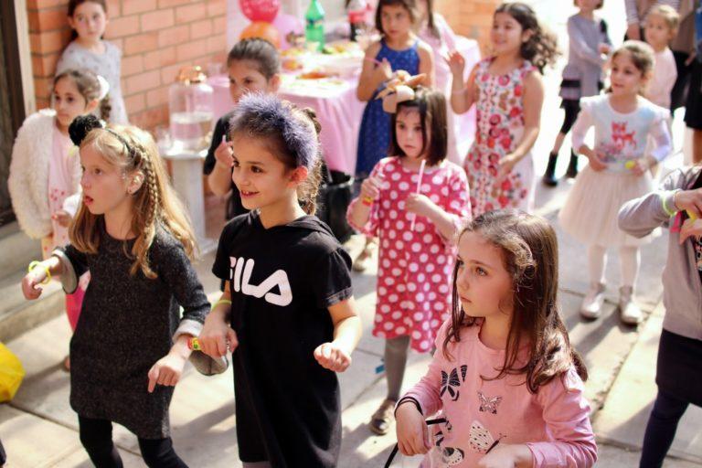 dancing-education-celebration-girl-school-group-children-festival_t20_zL73jJ